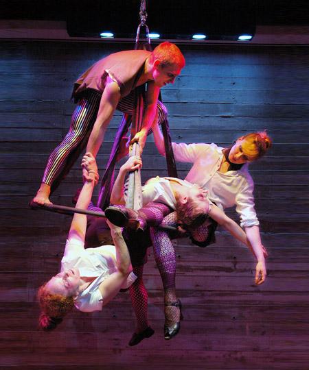 Suspended Cirque: Urbanopolis